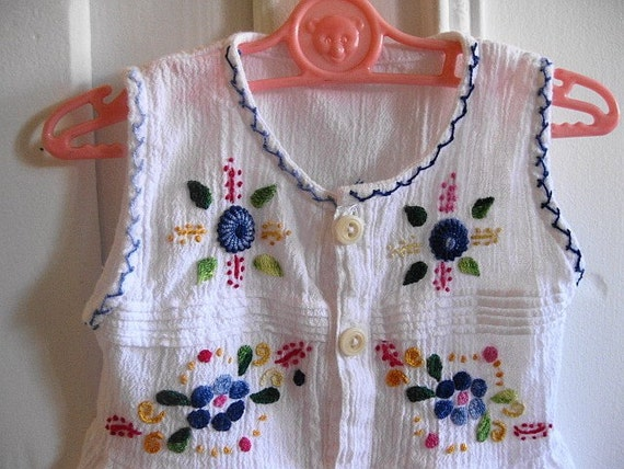 Little Hippie Chick... Vintage Embroidered Tunic Hippie Boho Bohemian Folk Ethnic Mexican Dress Shirt