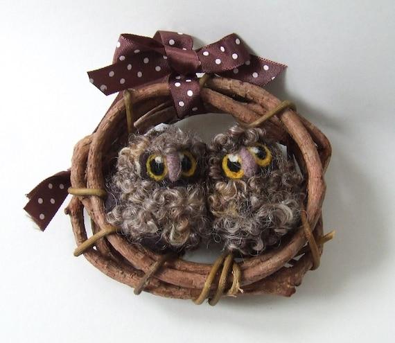 Needlefelted Brown Owls Owl Baby Pair Mini Wreath with Felt Birds