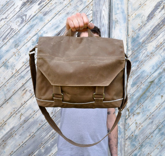 Waxed Canvas Messenger Bag The Leonard in Field Tan