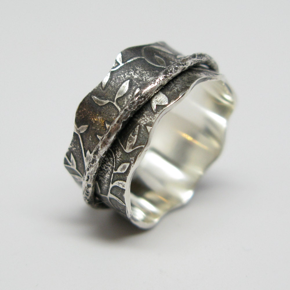 Sterling Silver Leaf Pattern Spinner Ring With By