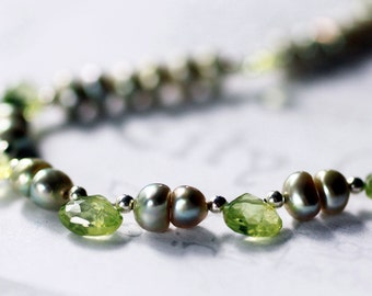 Green Pearl and Peridot Choker Necklace,  Peridot Gemstone Birthstone Handmade Jewelry, Minimalist Green Pearl Necklace