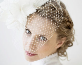 Floral Headpiece Weddings 1950s - 1560s Bridal Pillbox - Satin - Feather Flower Full Side Blusher Birdcage Veil Off White - Haute Couture