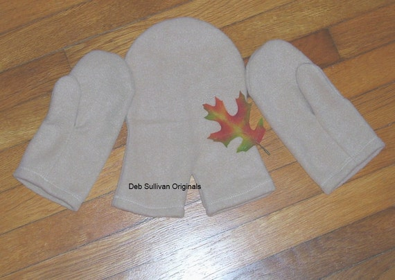 Smitten Hand-holding Lovers Mitten 3 pc Set in Classic Beige - READY TO SHIP