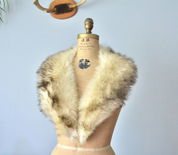 Reserved...off white fur collar fitch scarf