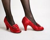Vintage 1940s Satin Heels - Ruby Red Boudoir Slippers Daniel Green Triple Wave - Size US 7