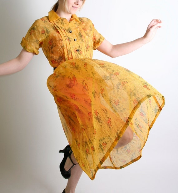 Vintage Marigold Sheer Floral Mode O Day Button Day Dress - Large - Green Grass Brush Strokes Vibrant Mango Citrus