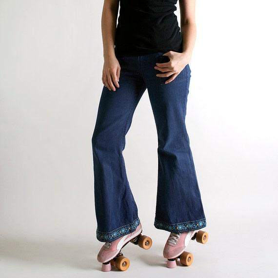 Vintage Wrangler Bell Bottom Denim Jeans - 1970s Fashion - 30 inch waist - Front Pockets