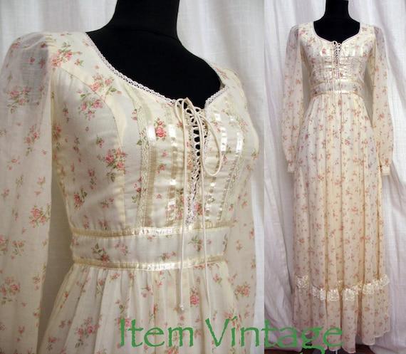Exceptional Vintage 1970s Hippie Festival  Wedding Dress by Gunne Sax SZ 4