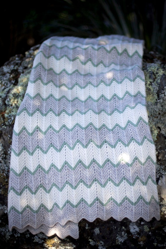 Zig Zag Stripe Baby Blanket - Baby Cakes by lisaFdesign - Download Now - Pattern PDF