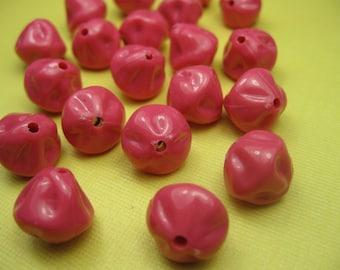 10 Vintage Lucite Fuschia Beads