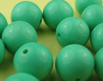 8 Vintage Green Lucite Beads