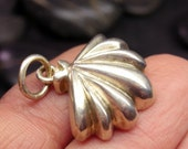 Small sea shell in sterling silver