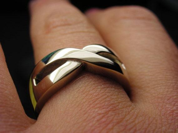 обручальное кольцо со знаком бесконечности