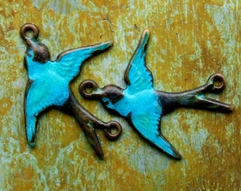 Connector Bird Charms - 2 pcs - Aged Brass Teal Blue Patina Swallows - Patina Queen