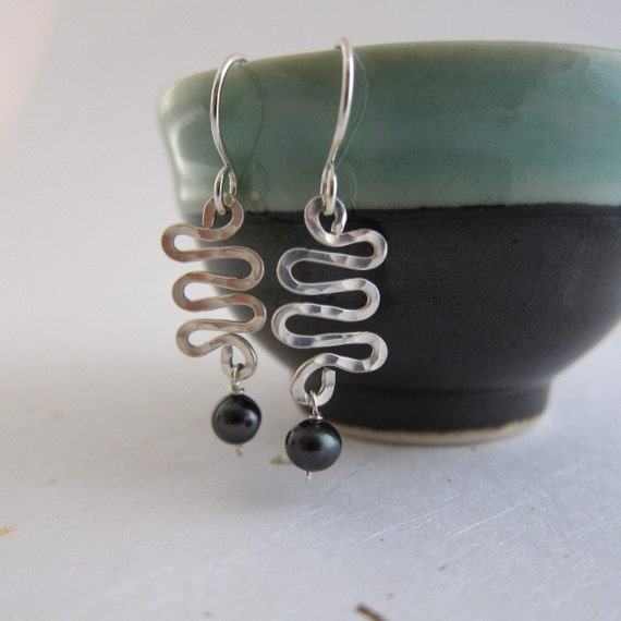 Geometric Twisted Sterling Silver Hammered Earrings Glamour Feminine Sexy Everyday Jewelry black fresh water pearl urban chic
