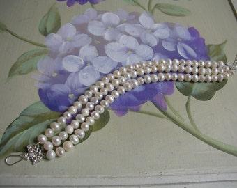Bridal jewellery/ wedding jewellery/ New handmade ivory freshwater pearl bracelet