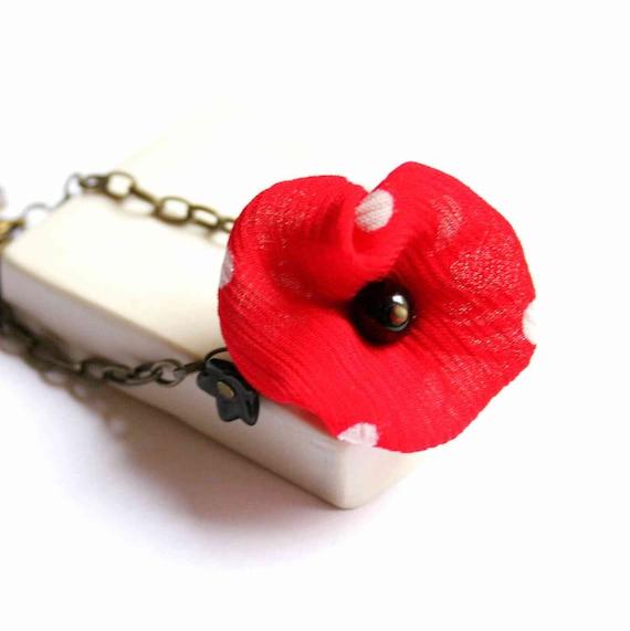 Charm Bracelet in Red and Black with Silk Flowers - Flirty Poppy
