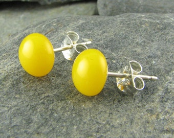 Yellow Glass Stud Earrings.  Fused Glass Jewelry.  Yellow Studs.  Modern Jewelry.  Bridesmaid Gifts.  Wedding Jewelry.  Summer Earrings.