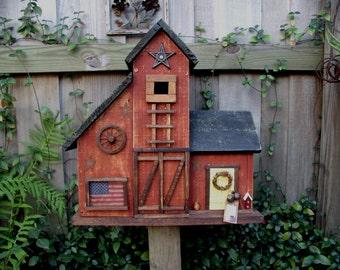 Large Primitive Folk Art Country Barn Birdhouse