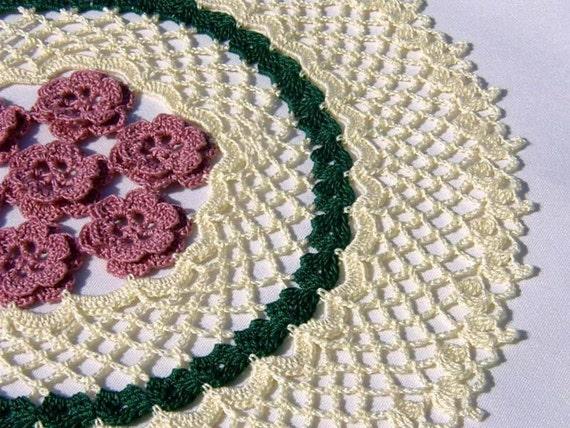 FRAMED ROSES - Thread Crochet Doily for Mom, Mother's Day