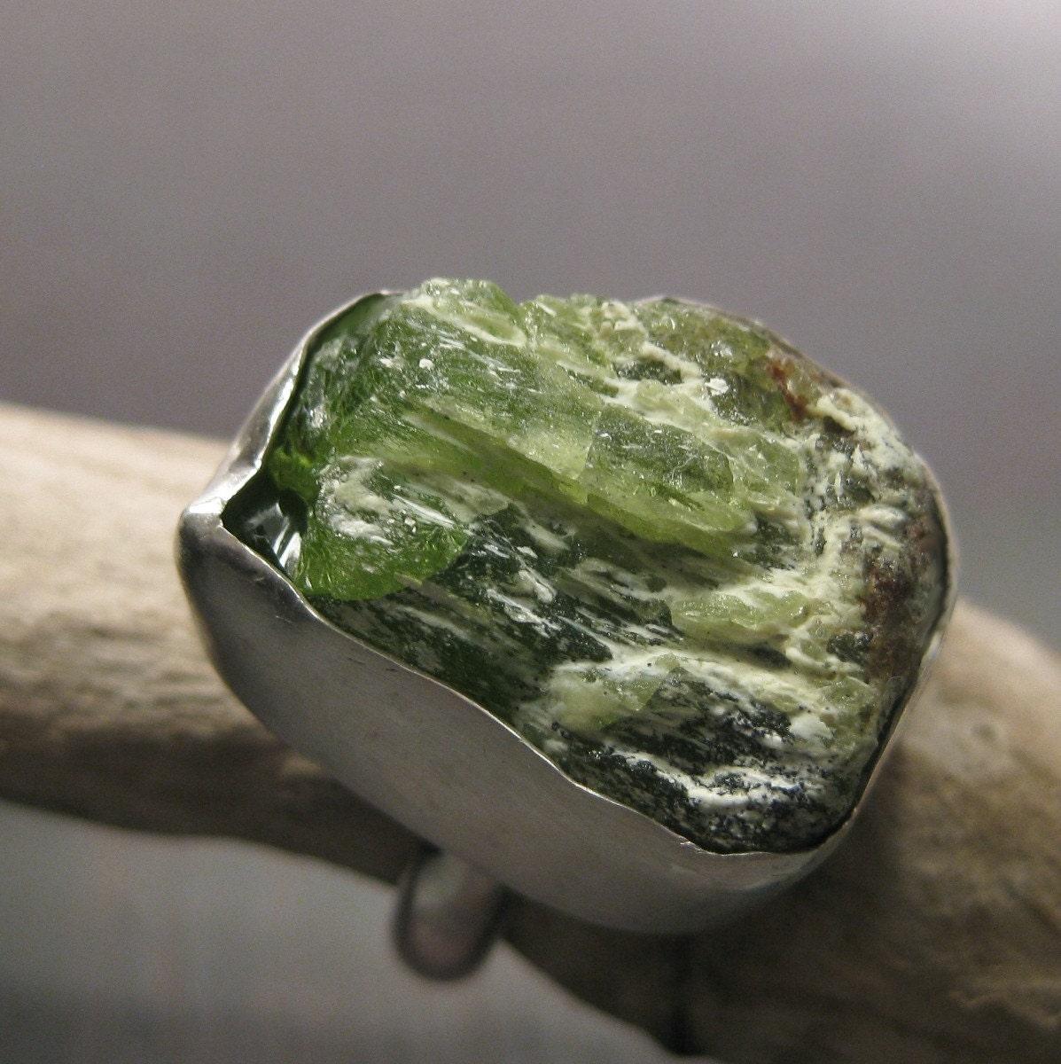 Хризолит камень свойства фото
