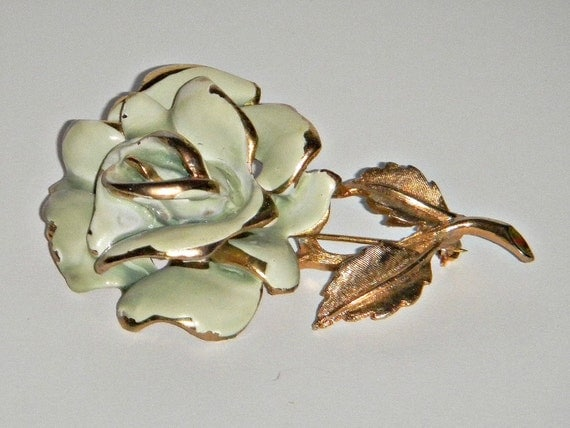 Vintage 1970s Gold Tone and Enameld Capri Rose Flower Pin  P102
