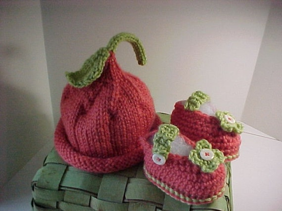 Pixie Hat and Bootie Set