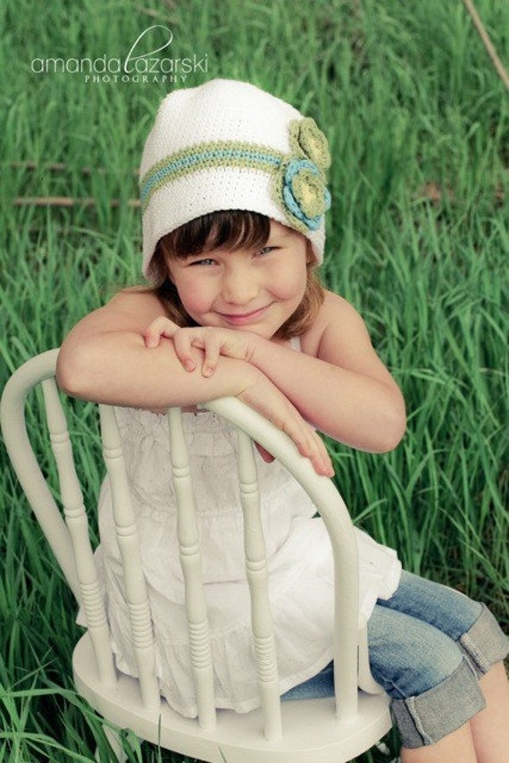 Crocheted Bucket Hat with Flower The perfect Hat for Spring and Summer
