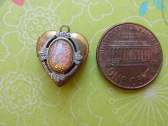 Vintage Small Glass Fire Opal Cab Metal Heart Locket Charm