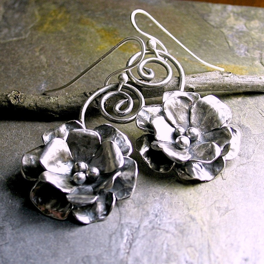 sterling silver flower rose dangle earrings metalwork. Black Bedroom Furniture Sets. Home Design Ideas