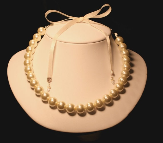 Pearl ribbon tie diva necklace perfect for bride bridesmaids for Ribbon tie necklace jewelry
