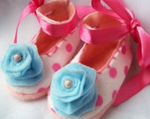 Pink polka dot felt baby booties with baby blue felt flower