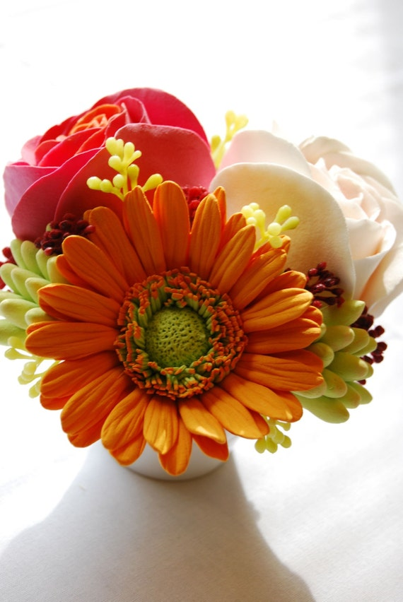 CLAYCRAFT by DECO - Gerbera Daisy Series - Orange Gerbera, Peach and Coral Pink Roses in Compote Vase
