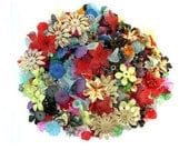500 VINTAGE FLOWERS BEADS, 50 kinds, lucite plastic, many rare beads