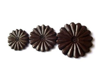 3 flowers vintage buttons, 3 sizes, dark brown, proper for button jewelry