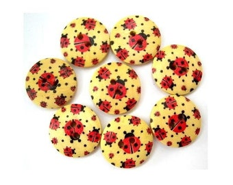 8 Buttons, wood, wooden. 18mm, ladybug ornament, proper for button jewelry
