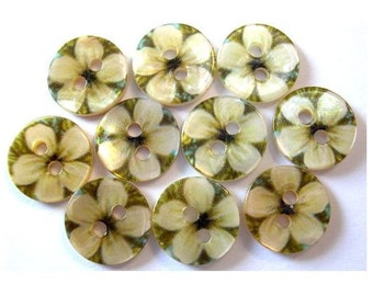 10 Shell buttons flowers ornament on green for sewing, button jewelry, children 11.5mm