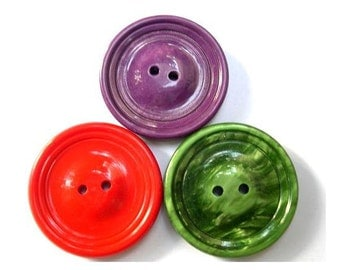 3 Vintage buttons, xl, green,violet, red, 37mm, 5mm thick