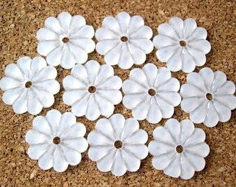 20 Flowers beads, white, frosted plastic  vintage, 14mm