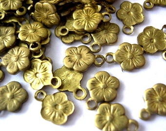 20 Vintage metal flower shape beads, dangling beads 7.5mm