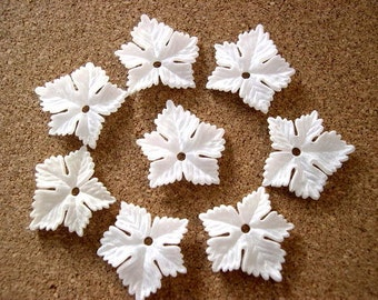 7 Flowers beads vintage white lucite 24mmx23mm