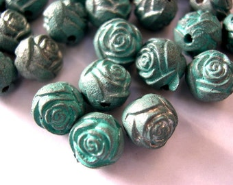 15 Vintage beads with rose flowers blue green metalic shade plastic, 9mm