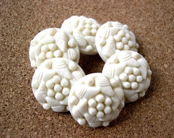 4 Vintage flowers buttons cream to white plastic 21mm, 6mm thick, shank buttons