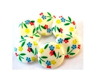 10 Buttons, vintage, plastic, flowers ornament, can be use as beads for button jewelry, 15mm