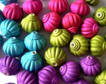 30 Beads 3 colors- pink, violet, blue- plastic VINTAGE STYLE 13mmx14mm
