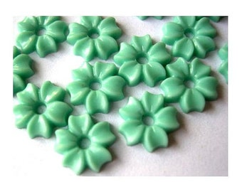 25 beads, flowers, lucite,  vintage, blue green, 8.5mm