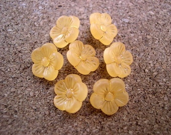 15 Vintage flowers buttons plastic can be use for button jewelry, 11mm