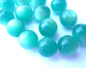 15 Vintage beads blue reen round lucite plastic 11mm