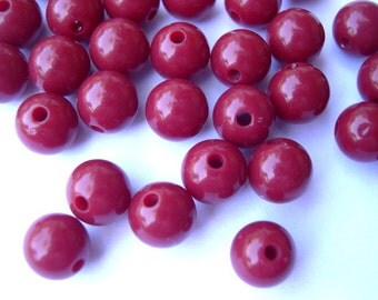 100 Vintage beads red shade round lucite plastic 8mm