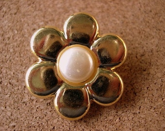 6 Vintage flowers buttons gold color with pearl 34mm